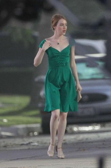 emma-stone-in-green-dress-on-la-la-land-02-662x996