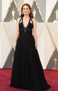Julianne Moore - Chanel Couture dress