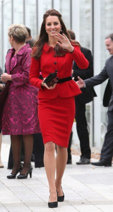 fashion-2014-04-kate-middleton-luisa-spagnoli-red-dress-new-zealand-main