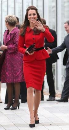 fashion-2014-04-kate-middleton-luisa-spagnoli-red-dress-new-zealand-main